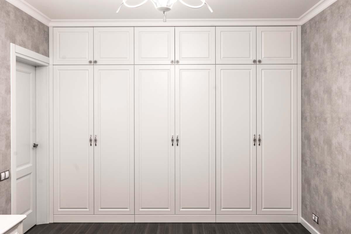крашеный шкаф