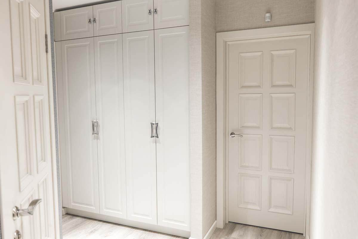 шкаф с крашеными фасадами